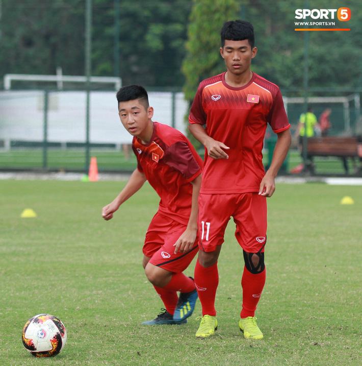 U18 Việt Nam thích thú với bài tập lạ của HLV Hoàng Anh Tuấn - Ảnh 4.