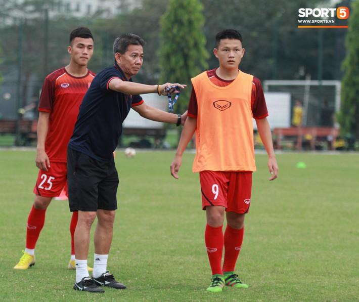 U18 Việt Nam thích thú với bài tập lạ của HLV Hoàng Anh Tuấn - Ảnh 6.
