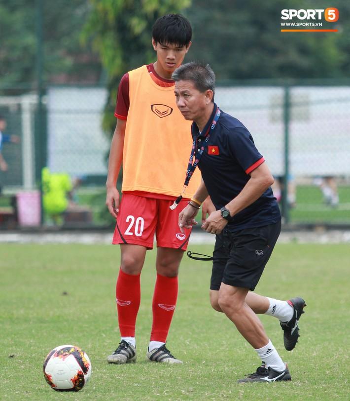 U18 Việt Nam thích thú với bài tập lạ của HLV Hoàng Anh Tuấn - Ảnh 7.