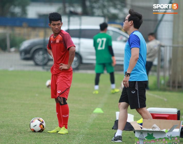 U18 Việt Nam thích thú với bài tập lạ của HLV Hoàng Anh Tuấn - Ảnh 9.