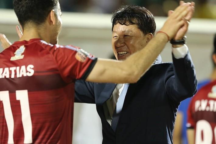 HLV Chung Hae-seong thăng hoa ở V.League và bài học của HAGL - Ảnh 1.