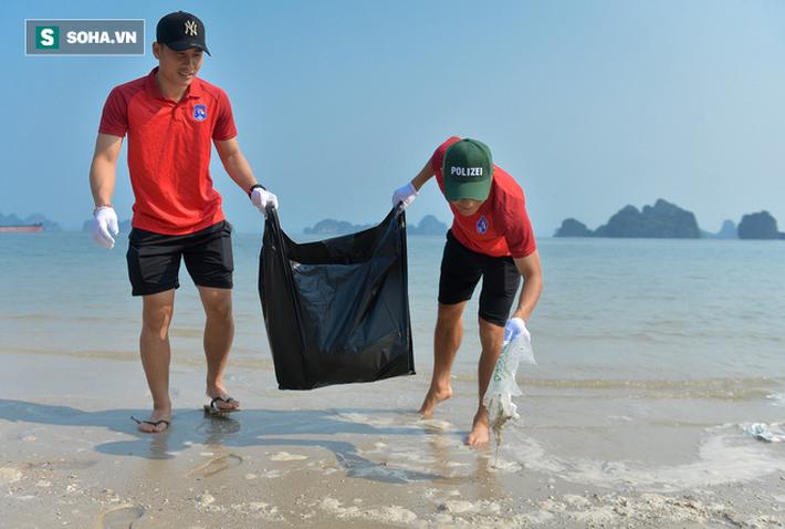 Sau những tranh cãi về V.League, ông bầu và dàn sao Quảng Ninh có hành động đầy ý nghĩa - Ảnh 1.