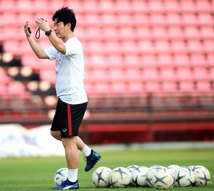 Đặng Văn Lâm sẵn sàng cho màn ra mắt HLV mới ở Muangthong United - Ảnh 4.