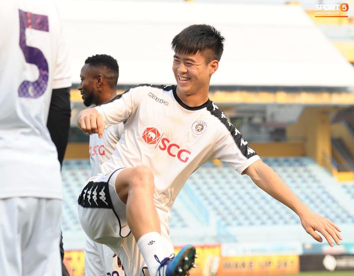 Trở lại lĩnh xướng hàng phòng ngự Hà Nội FC, Đình Trọng thét gào trên sân chỉ đạo anh em tập chiến thuật - Ảnh 5.