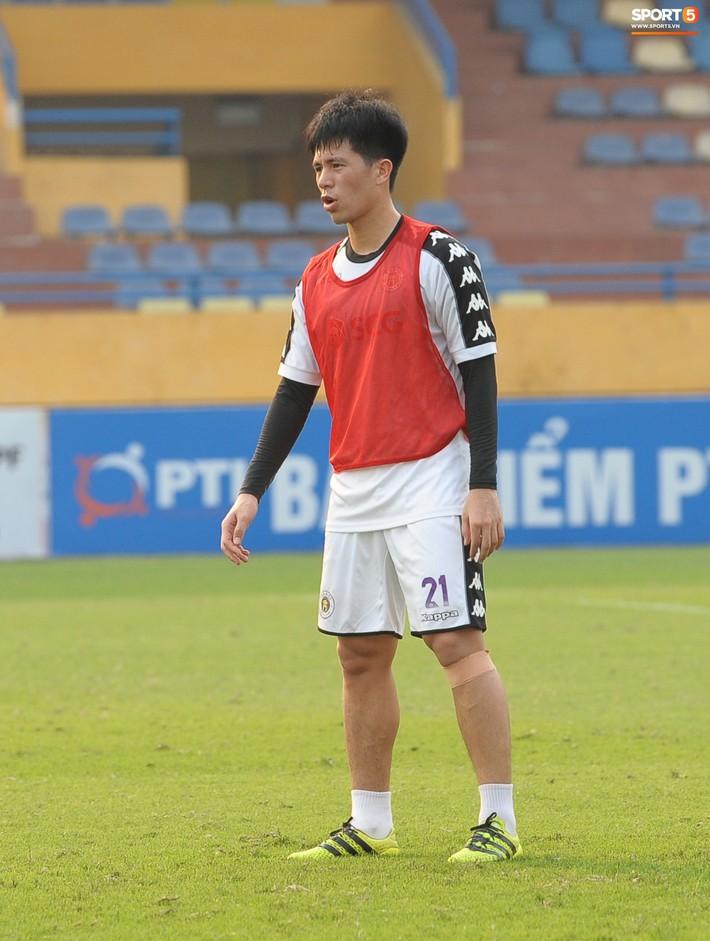 Trở lại lĩnh xướng hàng phòng ngự Hà Nội FC, Đình Trọng thét gào trên sân chỉ đạo anh em tập chiến thuật - Ảnh 9.