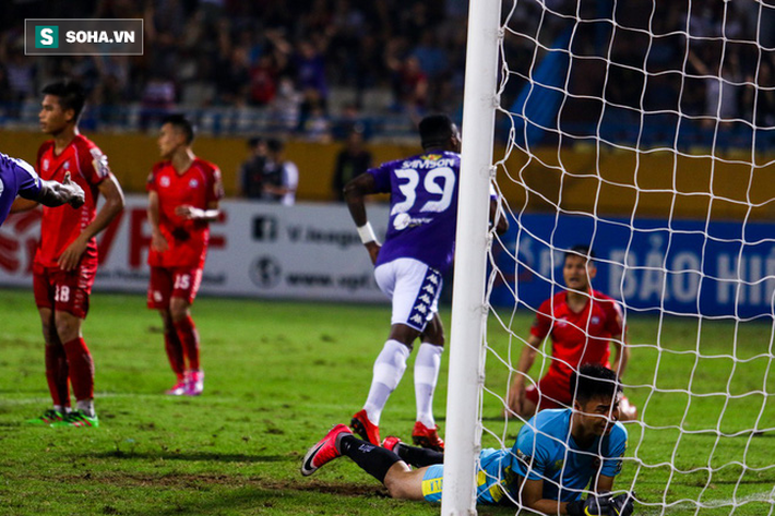 Thám sát V.League, thầy Park đã tìm được nhân tố khiến thủ môn Bùi Tiến Dũng phải lo lắng - Ảnh 7.