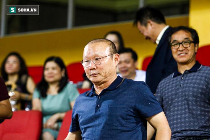 Thám sát V.League, thầy Park đã tìm được nhân tố khiến thủ môn Bùi Tiến Dũng phải lo lắng - Ảnh 9.