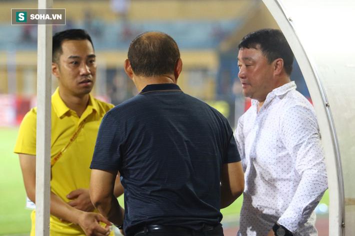 Thám sát V.League, thầy Park đã tìm được nhân tố khiến thủ môn Bùi Tiến Dũng phải lo lắng - Ảnh 10.