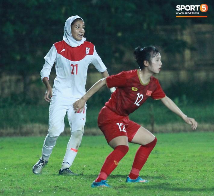 Hot girl của U19 Việt Nam đượm buồn vì không thể giúp đội nhà chiến thắng - Ảnh 7.