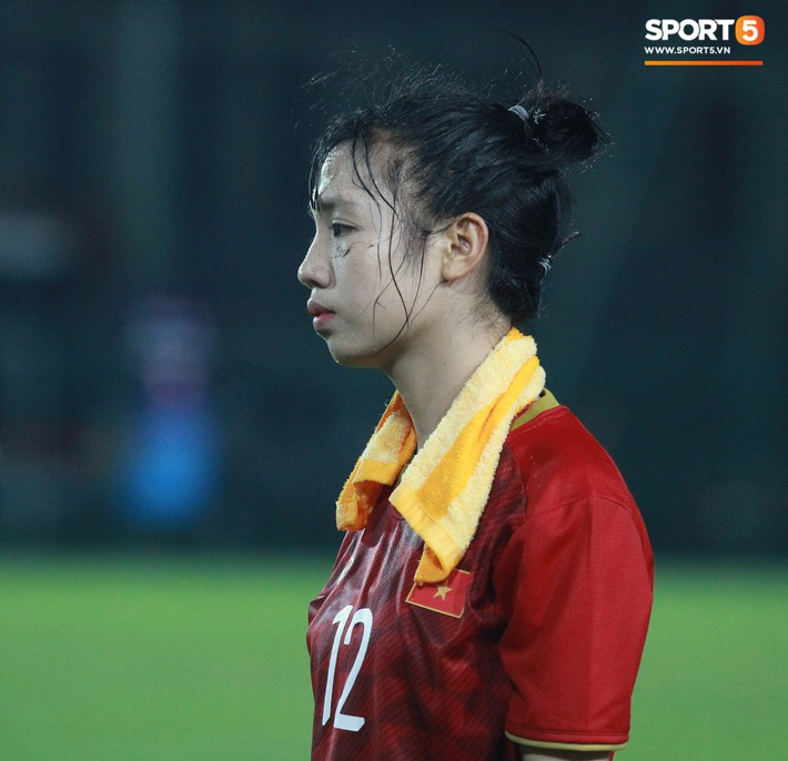 Hot girl của U19 Việt Nam đượm buồn vì không thể giúp đội nhà chiến thắng - Ảnh 8.