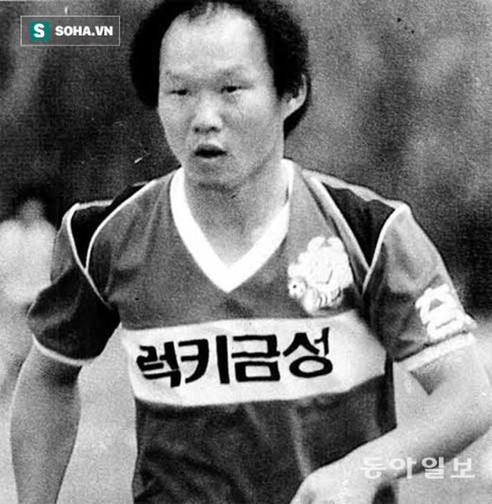 Báo Hàn Quốc đăng chùm ảnh độc về HLV Park Hang-seo thời quần đùi, áo số - Ảnh 1.