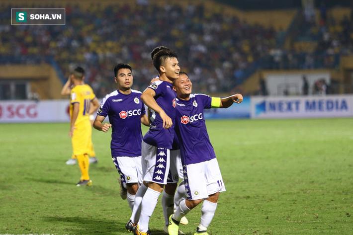 Quang Hải lập siêu phẩm, Hà Nội FC dễ dàng đè bẹp SLNA - Ảnh 2.