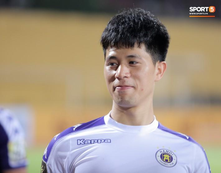 Đang tập luyện, Đình Trọng vẫn tranh thủ chạy đi lấy nước cho cậu bé nhặt bóng đặc biệt - Ảnh 13.