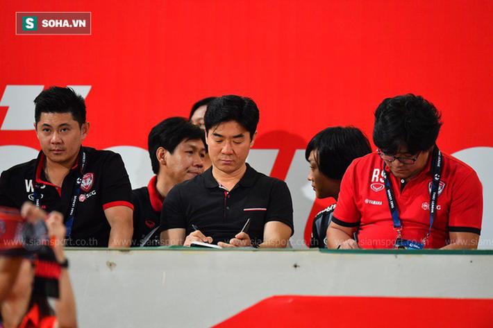 Nóng: Học trò cũ của HLV Park Hang-seo về Muangthong làm thầy Đặng Văn Lâm - Ảnh 2.