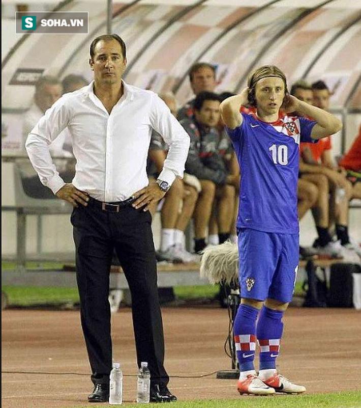 HLV Park Hang-seo có thể đối đầu thầy cũ của Modric ở King's Cup - Ảnh 1.