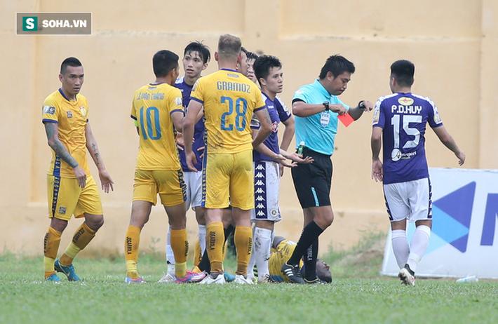 Đình Trọng dính thẻ đỏ, Hà Nội FC thảm bại ê chề ở V.League - Ảnh 2.