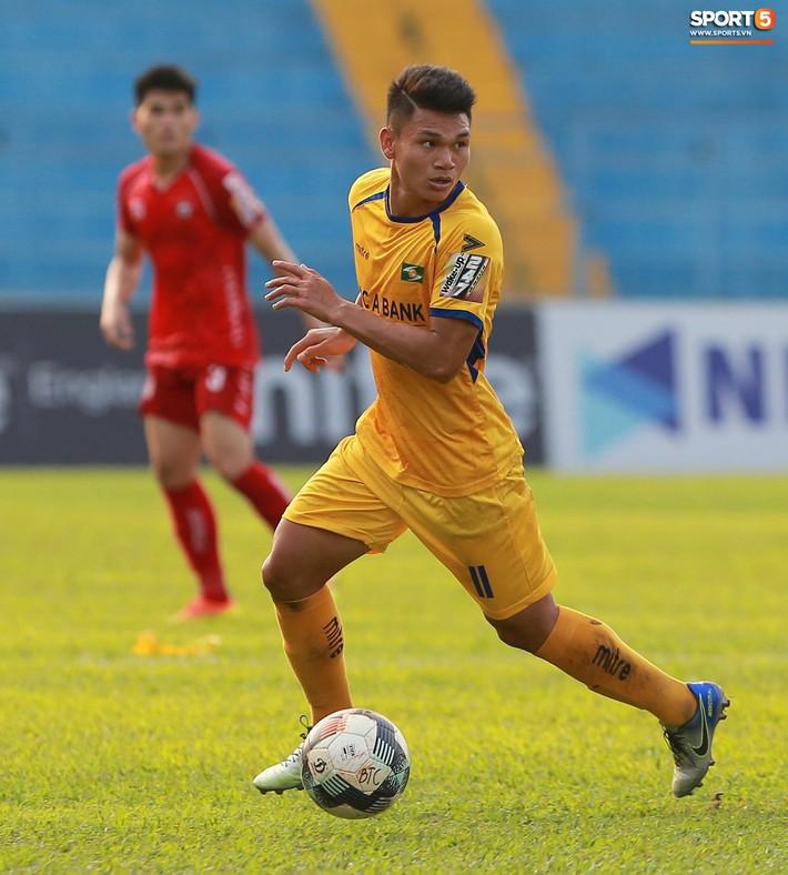 Phạm Xuân Mạnh trở lại, thi đấu căng sức trong trận SLNA gặp Hải Phòng - Ảnh 1.