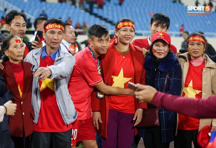 Ngày của mẹ xem lại khoảnh khắc Lớn rồi còn khóc nhè của các tuyển thủ Việt Nam - Ảnh 3.