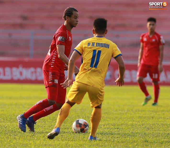 Phạm Xuân Mạnh trở lại, thi đấu căng sức trong trận SLNA gặp Hải Phòng - Ảnh 8.