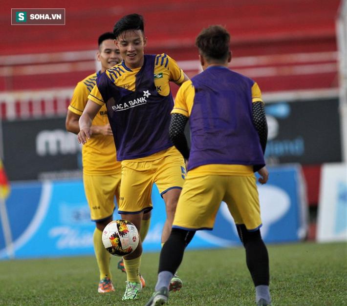 3 cầu thủ HLV Park Hang-seo có thể gọi lên ĐT Việt Nam thay Duy Mạnh - Ảnh 4.
