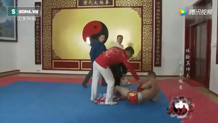 Võ sư Võ Đang bị mỉa mai sau trận đấu lố bịch như tấu hài với võ sĩ Muay Thái - Ảnh 2.
