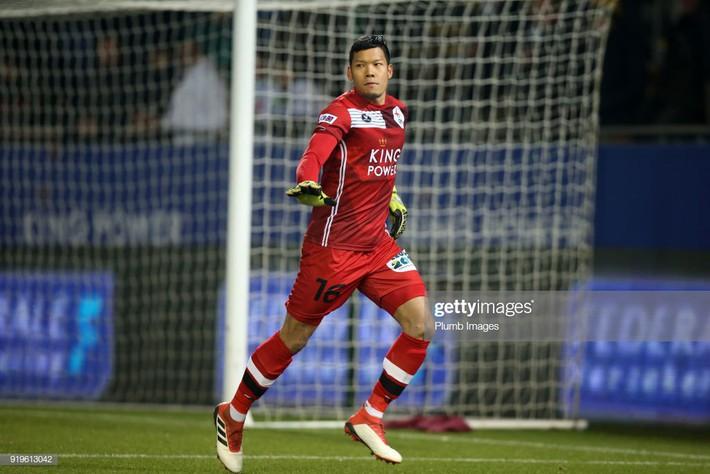 Gắn mác Tây nhưng có một điều thủ môn tuyển Thái đang thua xa Đặng Văn Lâm - Ảnh 1.