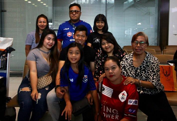 Thái Lan đón tuyển thủ nước ngoài đầu tiên về đấu Việt Nam - Ảnh 9.