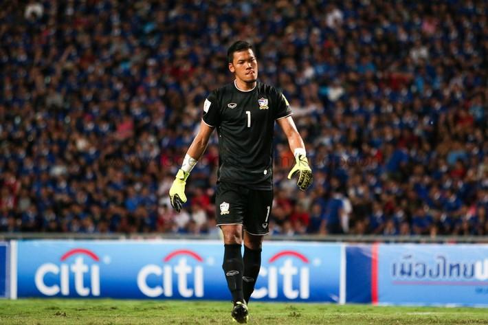 Văn Lâm tập chung với thần tượng kiêm đối thủ là thủ môn số 1 tuyển Thái Lan ngay trước thềm Kings Cup - Ảnh 6.