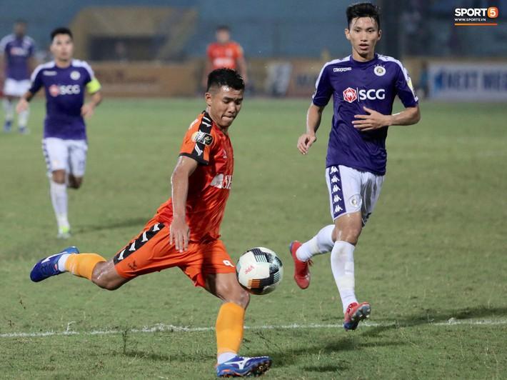 HLV Huỳnh Đức: Đức Chinh chấn thương lật cổ chân nhưng giấu tôi và cố gắng thi đấu - Ảnh 1.