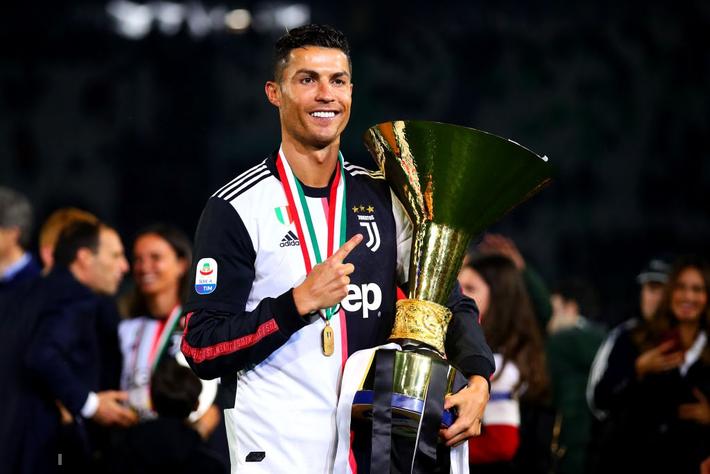 Ronaldo hạnh phúc bên mẹ và bạn gái trong ngày trọng đại của cuộc đời - Ảnh 2.