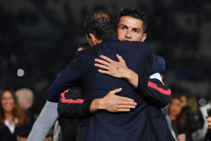 Ronaldo hạnh phúc bên mẹ và bạn gái trong ngày trọng đại của cuộc đời - Ảnh 8.