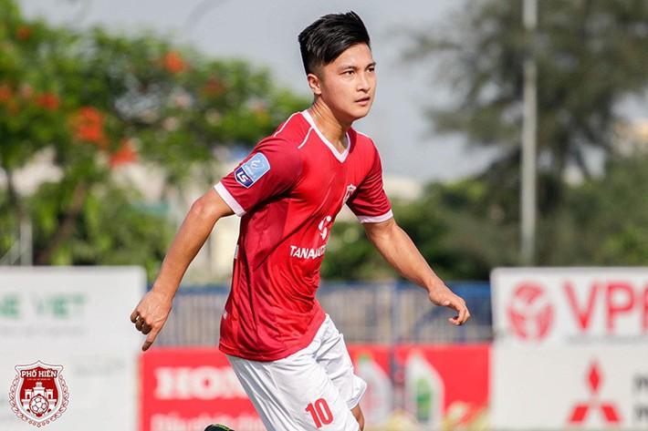 Cầu thủ Việt kiều Martin Lo lọt mắt xanh thầy Park, có gì hay? - Ảnh 1.