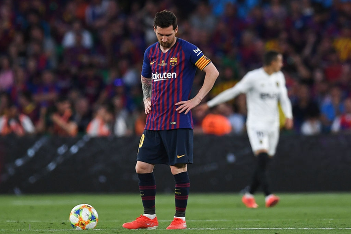 Có cầu thủ nào buồn thảm hơn Messi lúc này: Danh hiệu vớt vát niềm vui cuối mùa bỗng chốc tan biến - Ảnh 2.