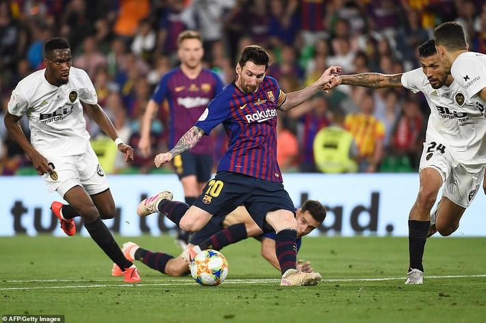 Có cầu thủ nào buồn thảm hơn Messi lúc này: Danh hiệu vớt vát niềm vui cuối mùa bỗng chốc tan biến - Ảnh 5.