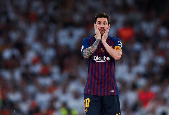 Có cầu thủ nào buồn thảm hơn Messi lúc này: Danh hiệu vớt vát niềm vui cuối mùa bỗng chốc tan biến - Ảnh 7.