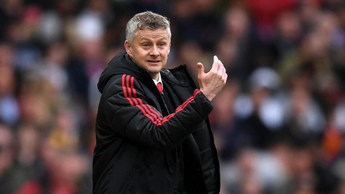 Manchester United: Thành tích kém cỏi, tiền nhiều để làm gì? - Ảnh 3.