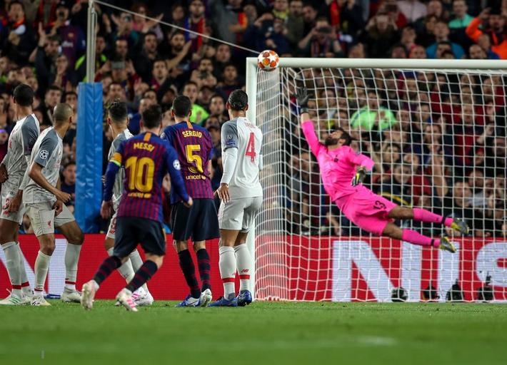 Quên Ronaldo đi, bởi ngay cả thành trì cuối cùng cũng đã bị Messi cướp mất - Ảnh 2.