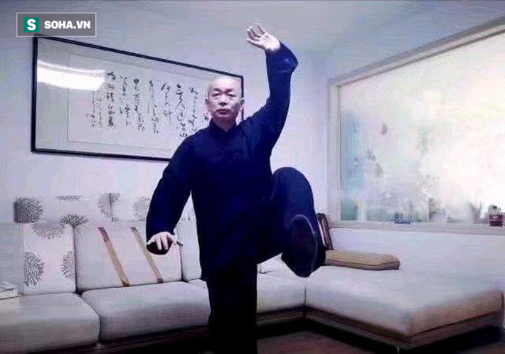 """Bị chọc tức, Ngụy Lôi hành xử bất ngờ với cả bình luận viên lẫn """"võ sư truyền điện"""" - Ảnh 1."""