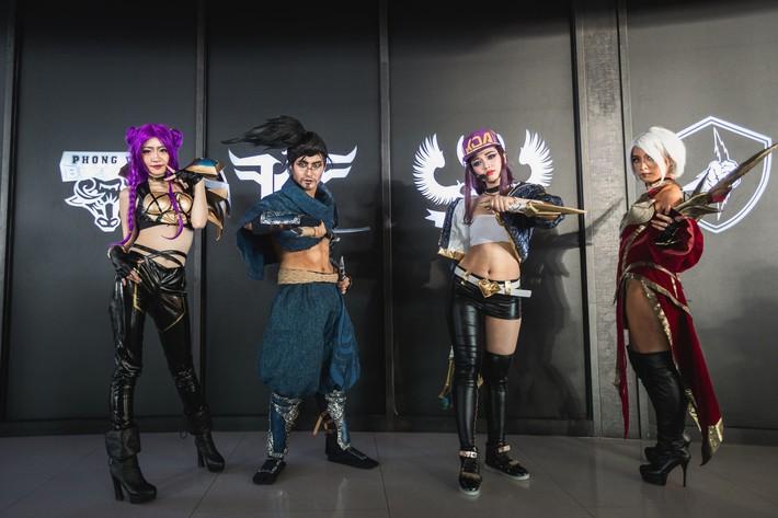 Ngắm nhìn dàn cosplay xinh đẹp làm nóng không khí trước thềm giải đấu MSI 2019 - Ảnh 2.