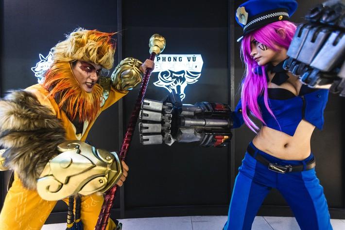 Ngắm nhìn dàn cosplay xinh đẹp làm nóng không khí trước thềm giải đấu MSI 2019 - Ảnh 8.