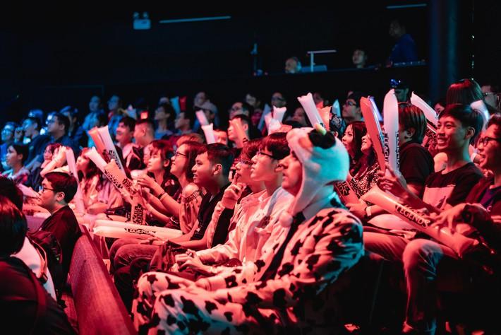 Ngắm nhìn dàn cosplay xinh đẹp làm nóng không khí trước thềm giải đấu MSI 2019 - Ảnh 14.