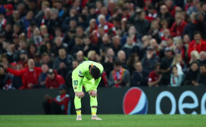 Sau nỗi buồn vô hạn khi Barca dừng bước một cách khó tin, Messi còn bị toàn đội bỏ lại cô đơn tại sân của đối thủ - Ảnh 2.
