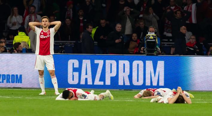 Những hình ảnh tràn ngập đau thương của Ajax Amsterdam sau khi bị đội bóng của Son Heung-min kết liễu ở giây bù giờ cuối cùng - Ảnh 2.