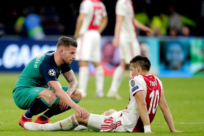 Những hình ảnh tràn ngập đau thương của Ajax Amsterdam sau khi bị đội bóng của Son Heung-min kết liễu ở giây bù giờ cuối cùng - Ảnh 12.