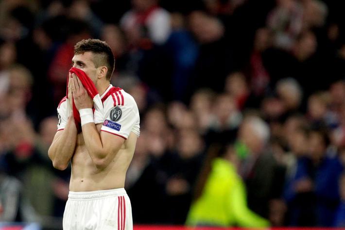 Những hình ảnh tràn ngập đau thương của Ajax Amsterdam sau khi bị đội bóng của Son Heung-min kết liễu ở giây bù giờ cuối cùng - Ảnh 13.