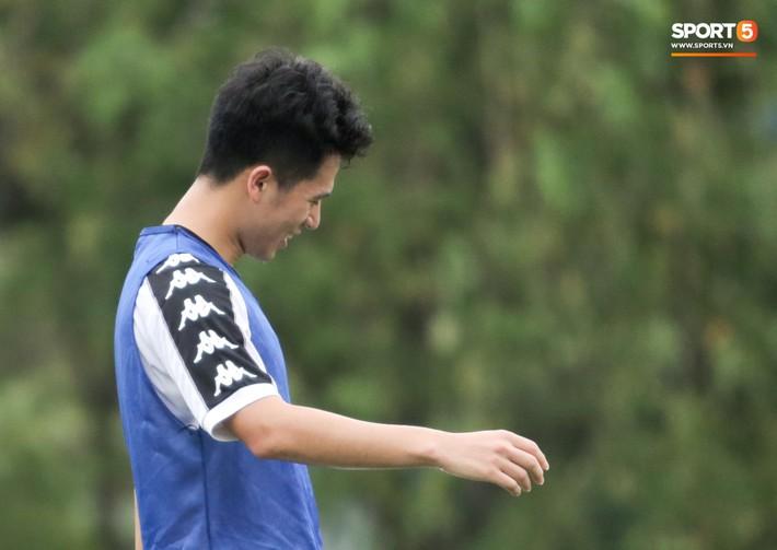 Hùng Dũng nhờ Đức Huy đánh trọng tài vì bắt lỗi nhầm trong buổi tập của Hà Nội FC - Ảnh 7.