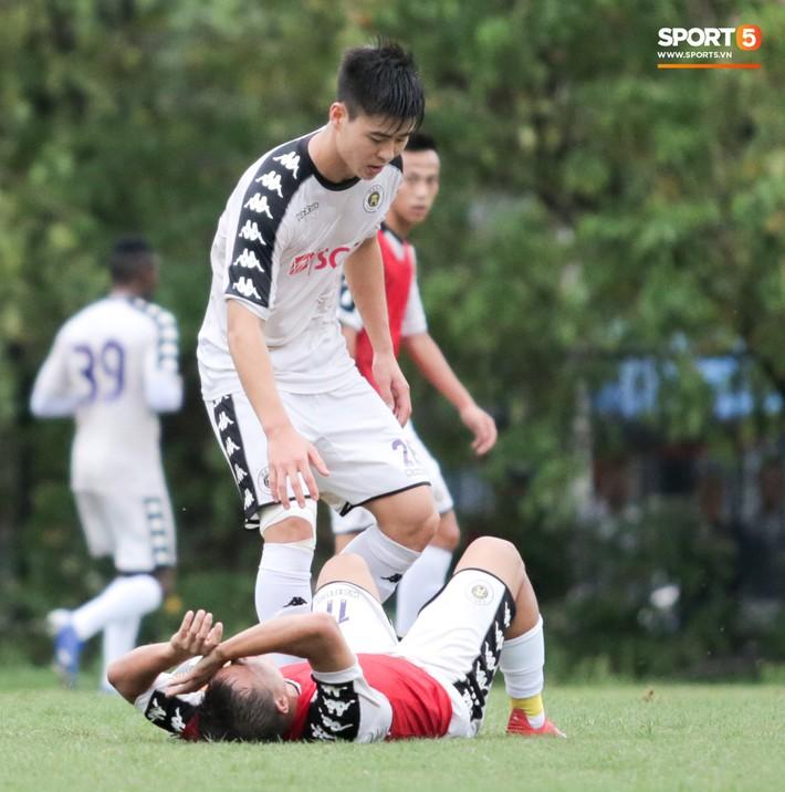 Hùng Dũng nhờ Đức Huy đánh trọng tài vì bắt lỗi nhầm trong buổi tập của Hà Nội FC - Ảnh 8.