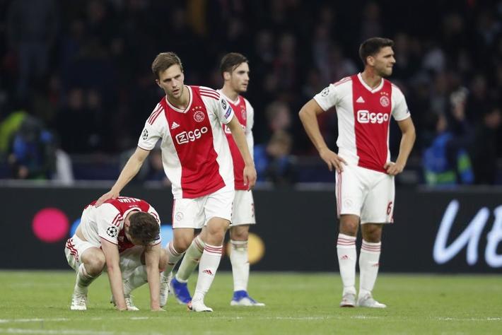 Những hình ảnh tràn ngập đau thương của Ajax Amsterdam sau khi bị đội bóng của Son Heung-min kết liễu ở giây bù giờ cuối cùng - Ảnh 7.