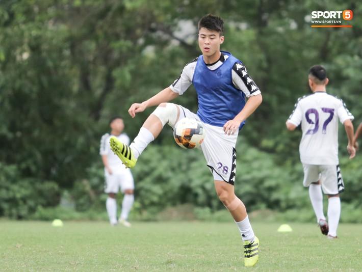 Hùng Dũng nhờ Đức Huy đánh trọng tài vì bắt lỗi nhầm trong buổi tập của Hà Nội FC - Ảnh 11.