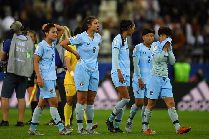 Thua đậm nhất lịch sử World Cup, cầu thủ nữ Thái Lan hoảng loạn và khóc nhiều - Ảnh 2.